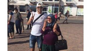 بالصورة.. بادرة طيبة من زياش ووالدته ستنال إعجاب الجماهير المغربية بخصوص مباراة الكوت ديفوار