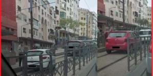 ولاية أمن البيضاء تتفاعل مع فيديو سيارات تسير فوق سكة الترامواي