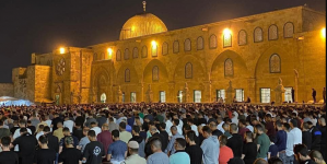 أكثر من 90 ألف فلسطيني يتحدون القوات الإسرائيلية ويحيون ليلة القدر بالمسجد الأقصى